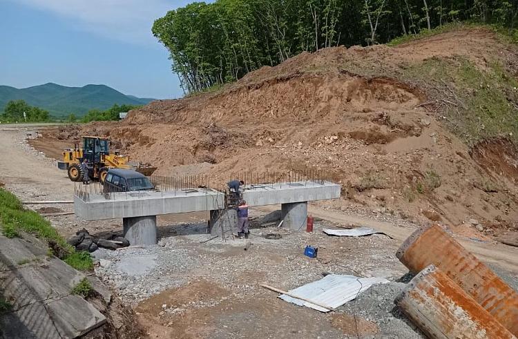 Строительство моста. Фото ООО «Приморская строительная компания»