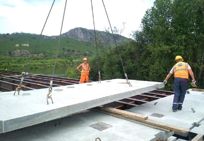 Мостостроители